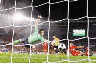 APTOPIX Soccer Euro 2008 Russia Spain