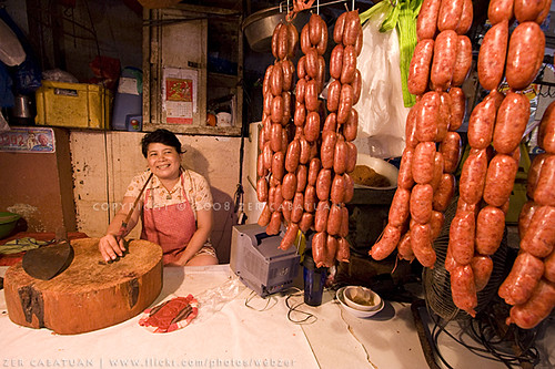 Quiapo, Manila woman longanisa vendor traditional sausages  Buhay Pinoy Philippines Filipino Pilipino  people pictures photos life Philippinen
