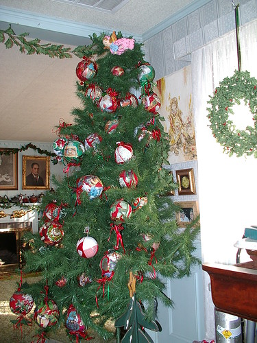 tree with kissing balls made by Vavo