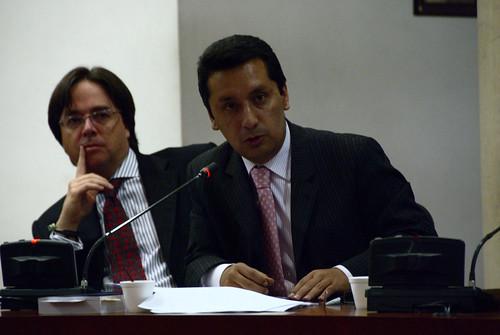 Juan Carlos Monroy, detrás el representante de Microsoft.