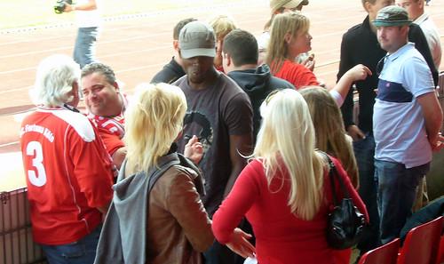 Cedric Mimbala unter den Fans
