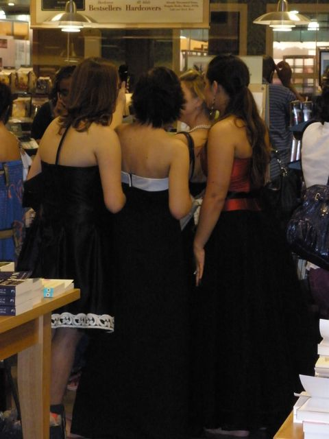 Girls dressed in gothic ball gowns, cocktail dresses, and hand-made Twilight t-shirts, while others dressed casually. Here, one of my favorite dresses of the night (the red and black).
