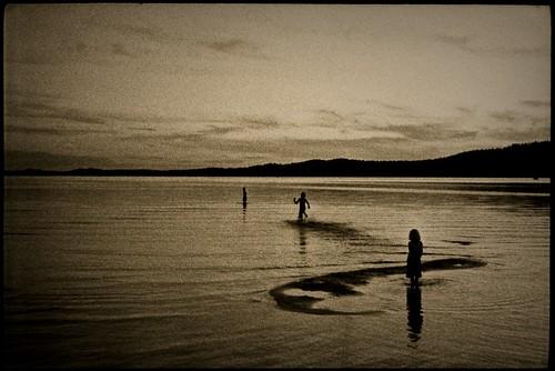 Night swim by bildministeriet