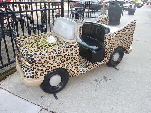 IL, Pontiac 44 - Leopard skin car