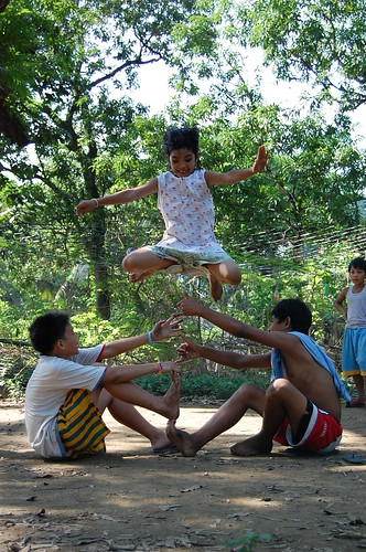 children playing luksong tinik traditional game bulacan rural Pinoy Filipino Pilipino Buhay  people pictures photos life Philippinen  菲律宾  菲律賓  필리핀(공화�) Philippines