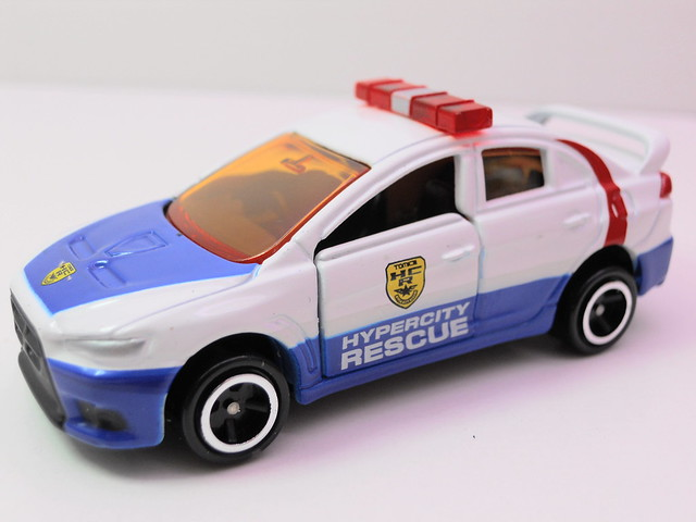 tomy tomica emergency police 2 car set (3)