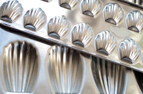 Madeleine form pans