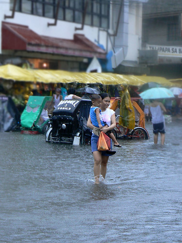 typhoon frank_mother and child_market