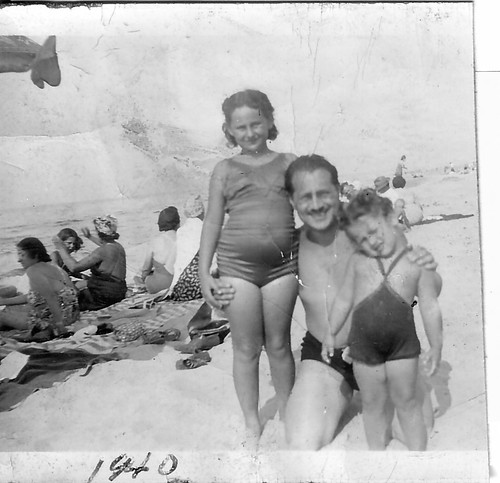 Sandra, Joe Poppie, Linda Poppie - South Haven Dune 1940.jpg