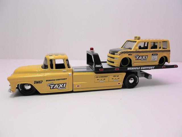 maisto allstars elite transport '57 chevy transport scion xb taxi (2)