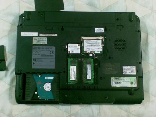 Cambiando el disco duro en una laptop Toshiba Satellite (1/3)