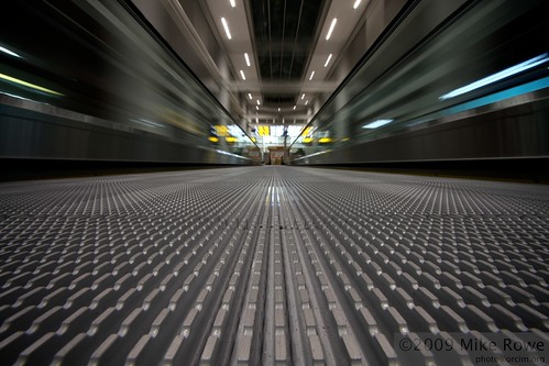 Incheon Airport, Ghostly travelator