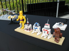 Sandcrawler scene droids