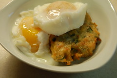 Poached eggs with kohlrabi fritter
