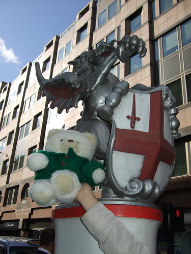 Guliver with a London dragon.