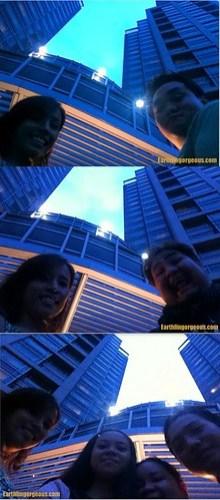 parang KL twin towers lang