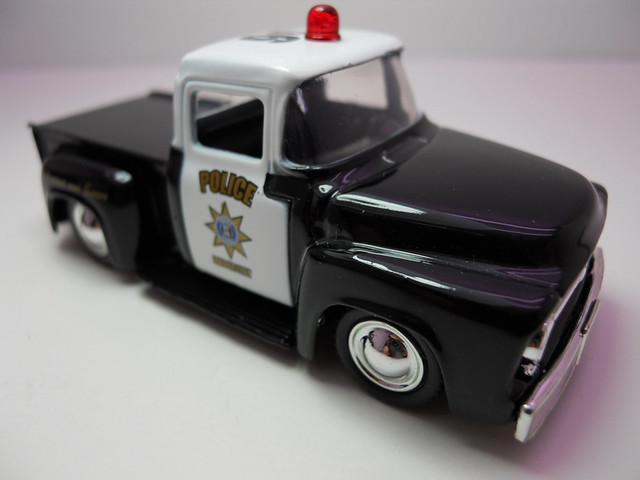 jada toys badge city heat wave 2 '56 ford f-100 police (4)