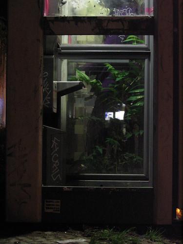 Telephone booth Alianthus