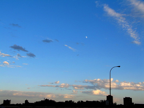 MoonRise Near The Bridge, Minneapolis, Minnesota, July 2008, photo © 2008 by QuoinMonkey. All rights reserved.