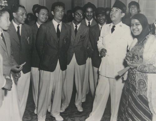 Bung Karno dan atlet indonesia olimpiade 1951