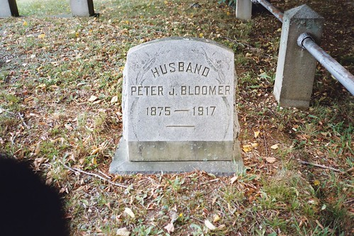 Peter Bloomer's headstone