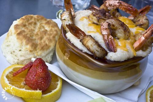 shrimp n grits by kajatl.