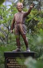 Little Barry Statue in Menteng, Jakarta