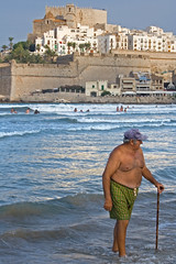 Old Man Taking a Dip in the Sea / Vieil homme ...