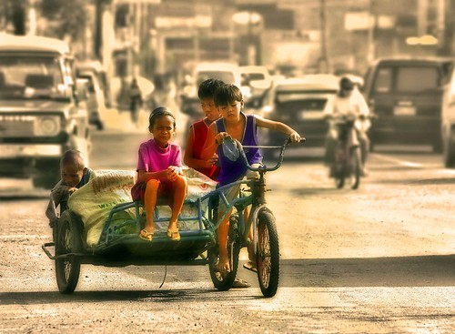 boys earning a living tricycle recycling   Buhay Pinoy Philippines Filipino Pilipino  people pictures photos life Philippinen  菲律宾  菲律賓  필리핀(공화�)