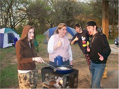 02 Camping 3-08 Thumbs up