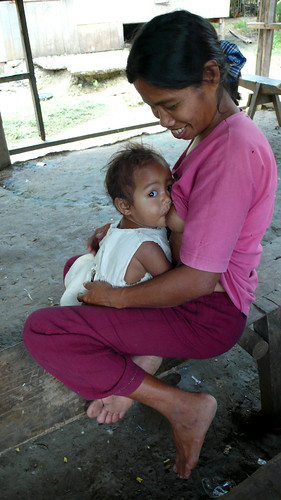 Mother breastfeeding her baby child World Breastfeeding Week Mindoro rural scence Pinoy Filipino Pilipino Buhay  people pictures photos life Philippinen  菲律宾  菲律賓  필리핀(공화�) Philippines