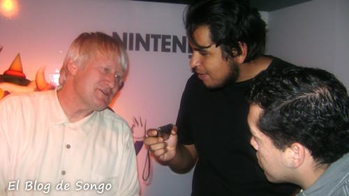 Songo le pregunta a Charles su historia en Nintendo