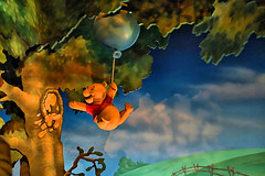 Disney - Pooh Reaching For Honey