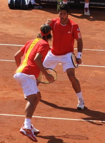 Fernando Verdasco y Feliciano López celebran un punto