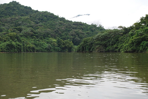 Lago Dos Bocas with cloudy skies
