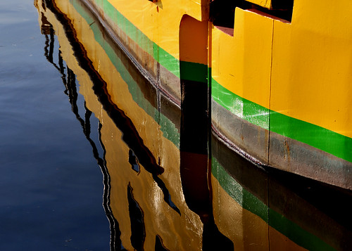 Yellow green and rust reflex