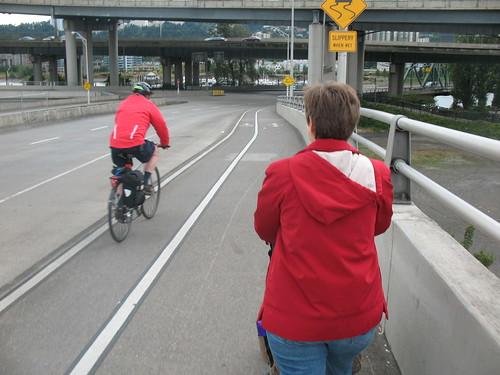 shared bicycle / pedestrian sidewalk in use