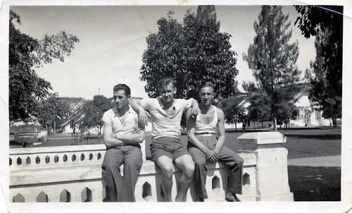 Tangsi Dormo (former Dutch Indies) (left : Leen van der Groef (1916 - 1943)) ,  late 1930's