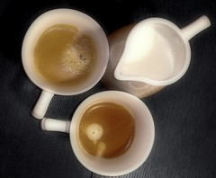nos tomamos un cafe? :)/ Do you want some coffe?