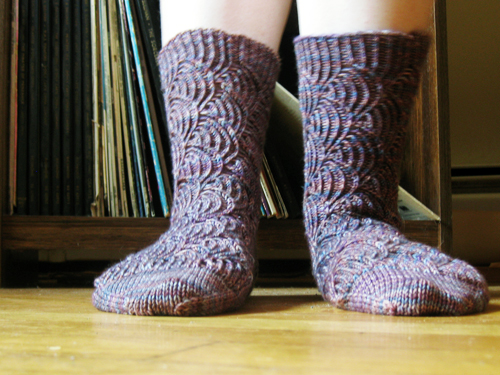 knittybe'spomatomi (by jesh\)