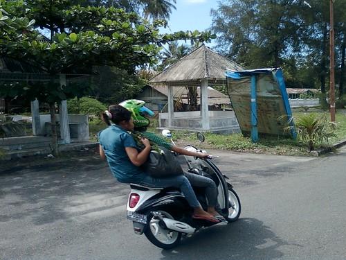 Pengendara Sepedamotor by ajo_fisipi