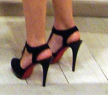 Close up on the Jamie Lynn Sigler's Louboutins