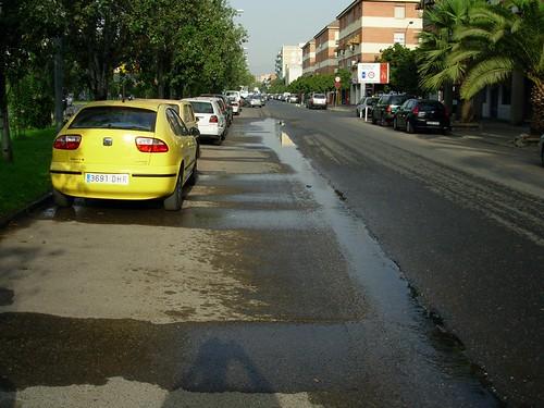 Derroche de agua potable Ayuntamiento de Córdoba julio 2008