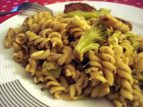 Macaroni & steamed broccoli mixed with punk rock chickpea gravy