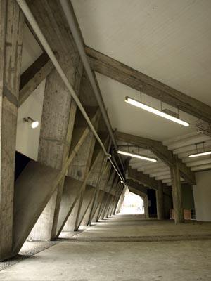 ピラミッド校舎 3