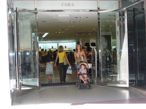 Censo tiendas ineficientes franquicia. Zara en la calle Gondomar es ejemplo de derroche energético.