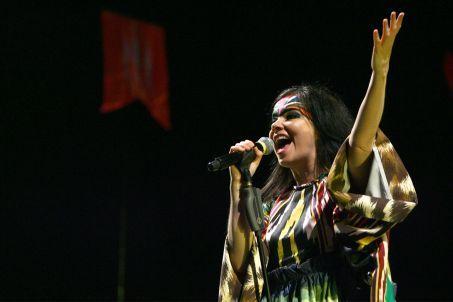 Björk演唱Declare Independence