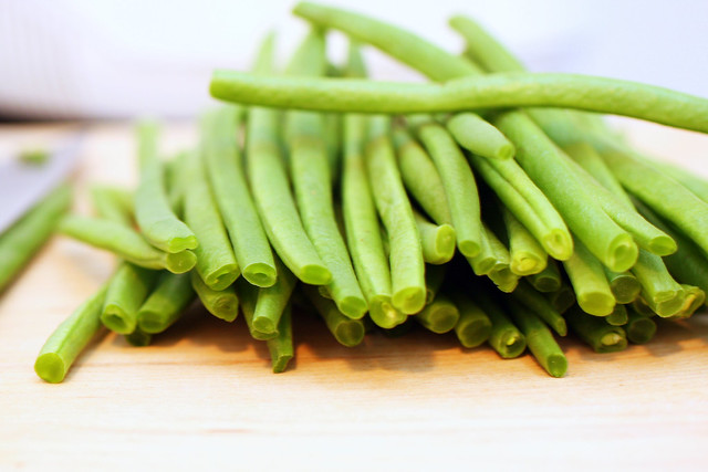 haricot vert, trimmed and tailed