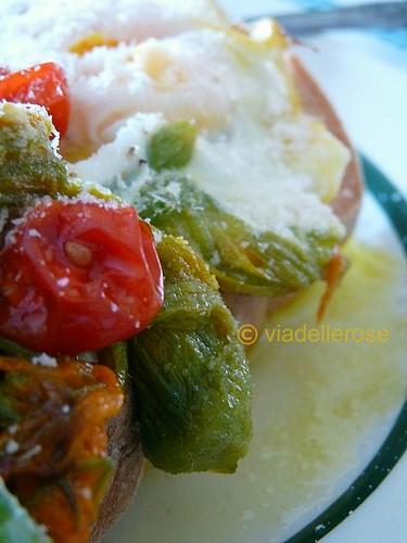 Fiori di zucca con uova e pane toscano