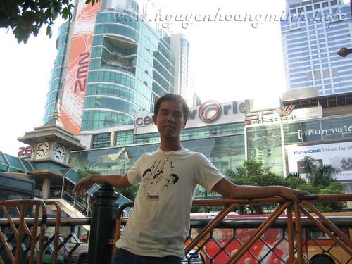 Đi BigC mua sắm, hình chụp trước mặt Zen Plaza & Central World